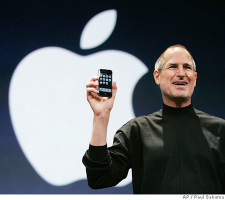 steve_jobs_iphone_apple.jpg